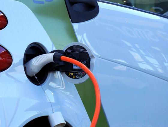Eerste openbaar laadpunt voor elektrische wagens