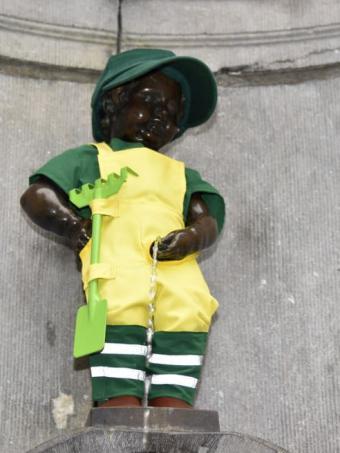 Manneken-Pis als tuinman van de Stad Brussel