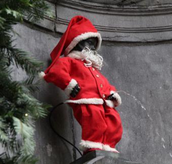 Manneken-Pis als Kerstman